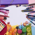 Pennarelli, tempere, matite e altro materiale didattico