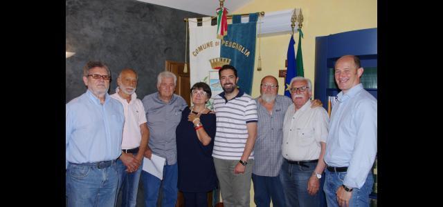 Il sindaco Andrea Bonfanti e l'assessore al sociale Valerio Bianchi assieme ai sindacati