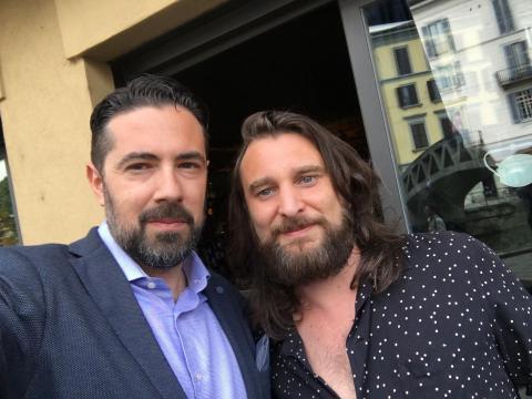 Il sindaco Andrea Bonfanti assieme a Nic Cester